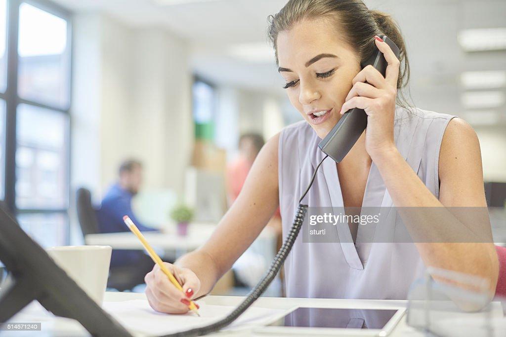 Kundenservice telefonisch : Stock-Foto