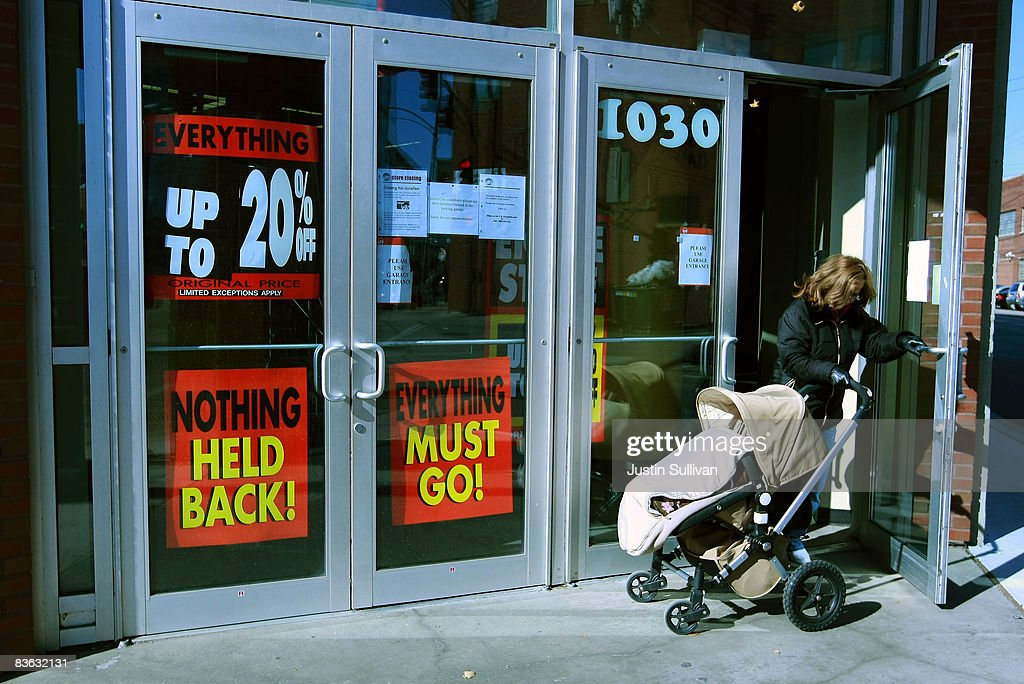 Circuit City Files For Bankruptcy Protection Photos And Images Rh Gettyimages Com Locations Closing Still In Business