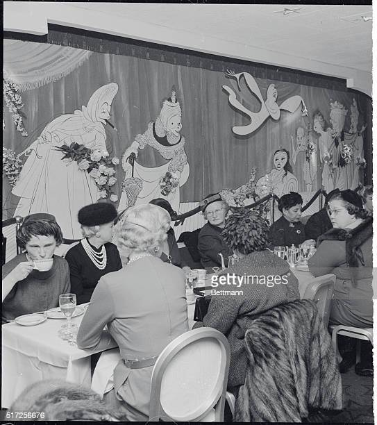 Customers at The Playbill Restaurant in the heart of Manhattan's theater district sit in front of a 24foot mural showing Al Hirschfeld caricatures of...