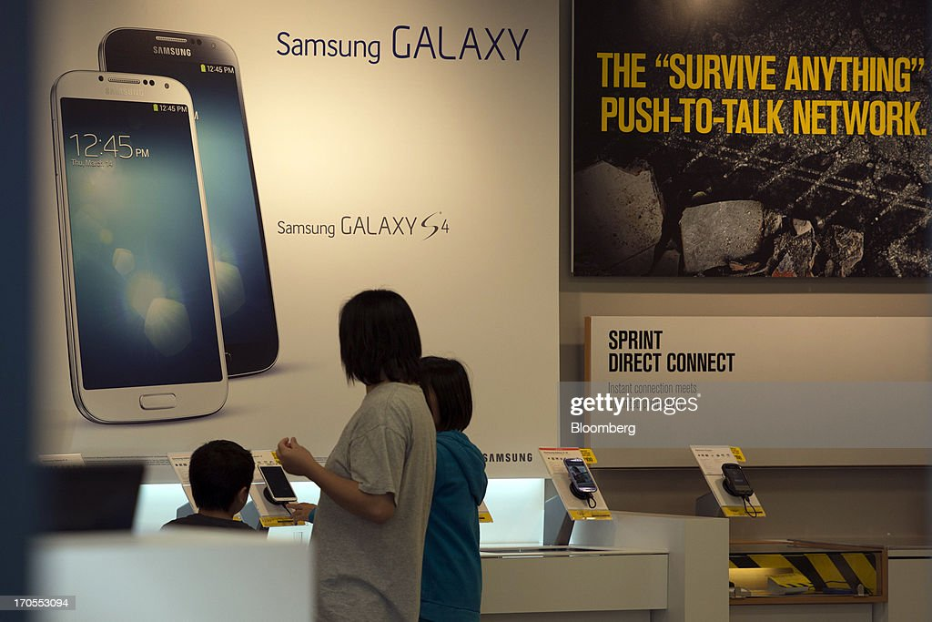 Customers browse cell phones in a Sprint Nextel Corp. store in San Francisco, California, U.S., on Thursday, June 13, 2013. SoftBank Corp. Chief Executive Officer Masayoshi Son, seeking to expand into the U.S. wireless market, said he sees T-Mobile US Inc. as a 'Plan B' acquisition target if he fails to purchase Sprint Nextel Corp. Photographer: David Paul Morris/Bloomberg via Getty Images