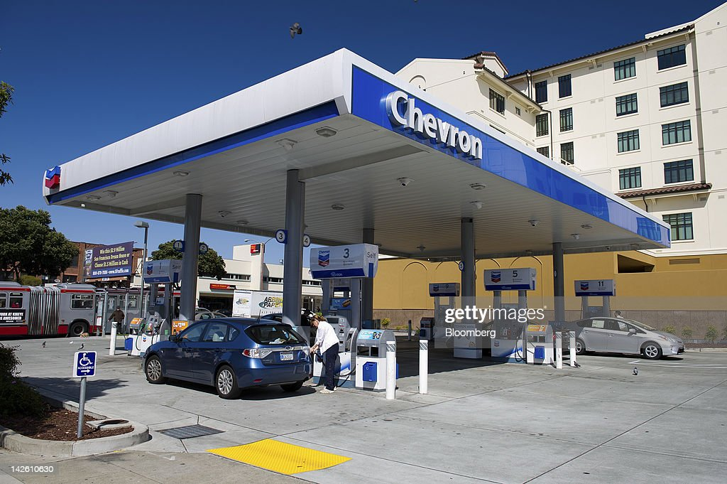 Customers buy fuel at a Chevron Corp. gasoline station in San Francisco, California, U.S., on Friday, April 6, 2012. Gasoline slid to a four-week low as slower job growth in the U.S. and accelerating inflation in China raised concern that global demand for fuel may shrink. Photographer: David Paul Morris/Bloomberg via Getty Images