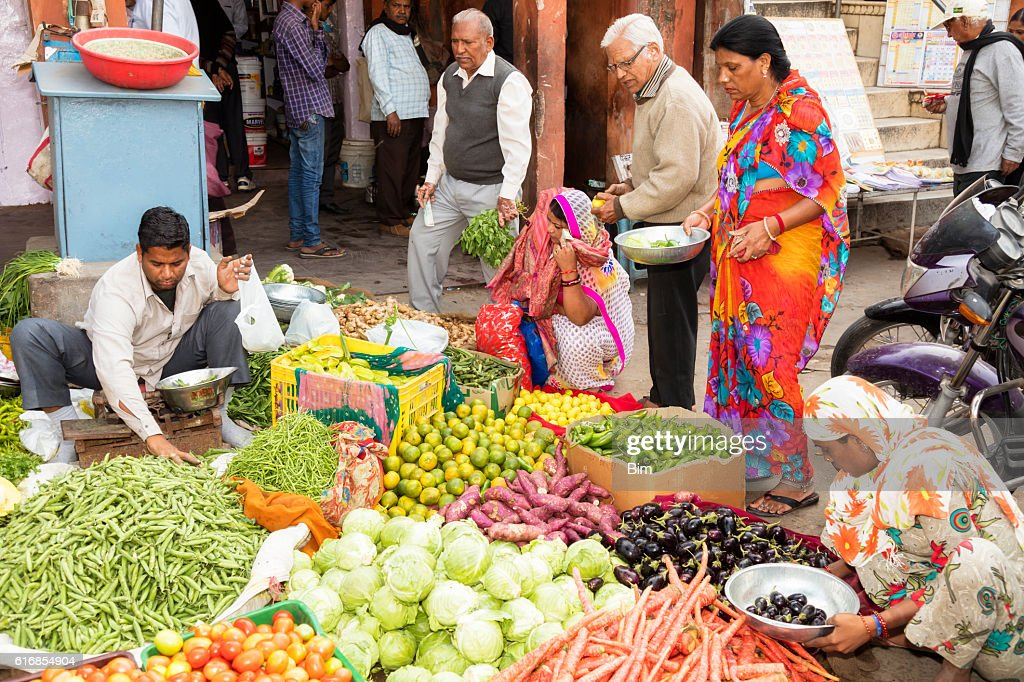 Customers buying vegetables on the street, Jaipur, Rajasthan, India : Stock Photo