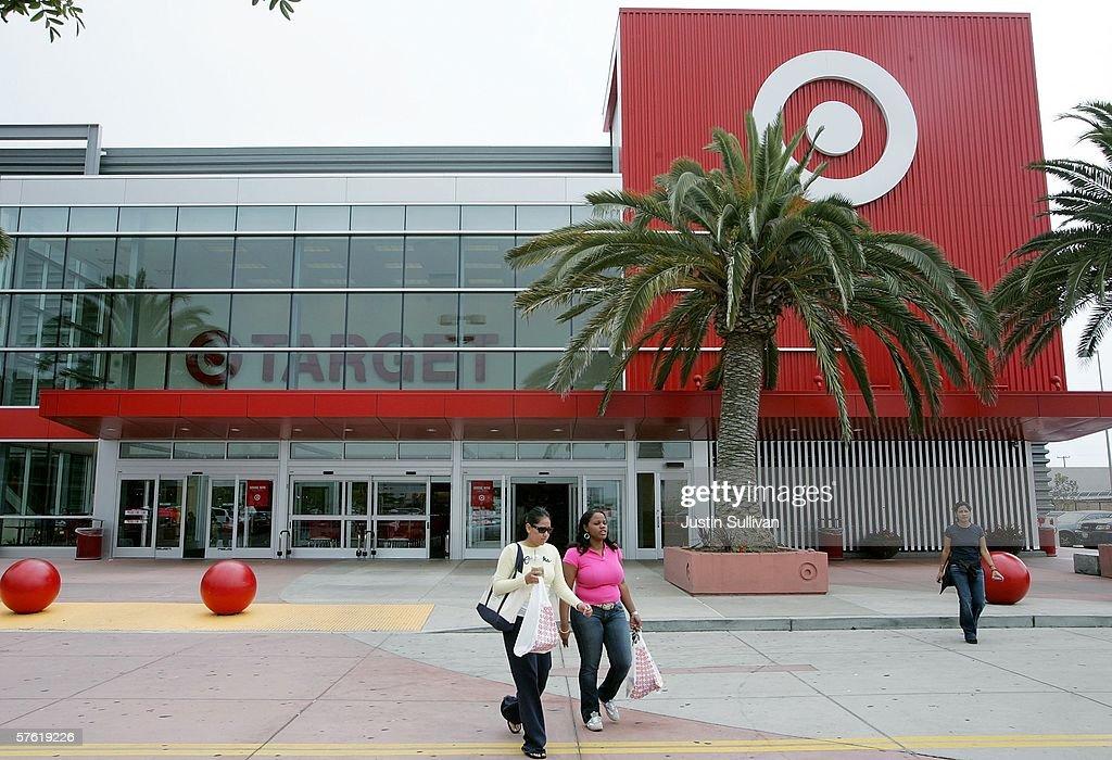 Targets Profits Rise 12 Percent In First Quarter : News Photo