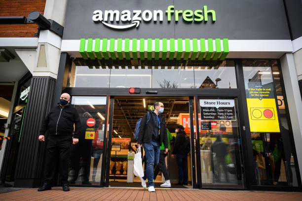GBR: Amazon Opens Till-Less Grocery Store In London