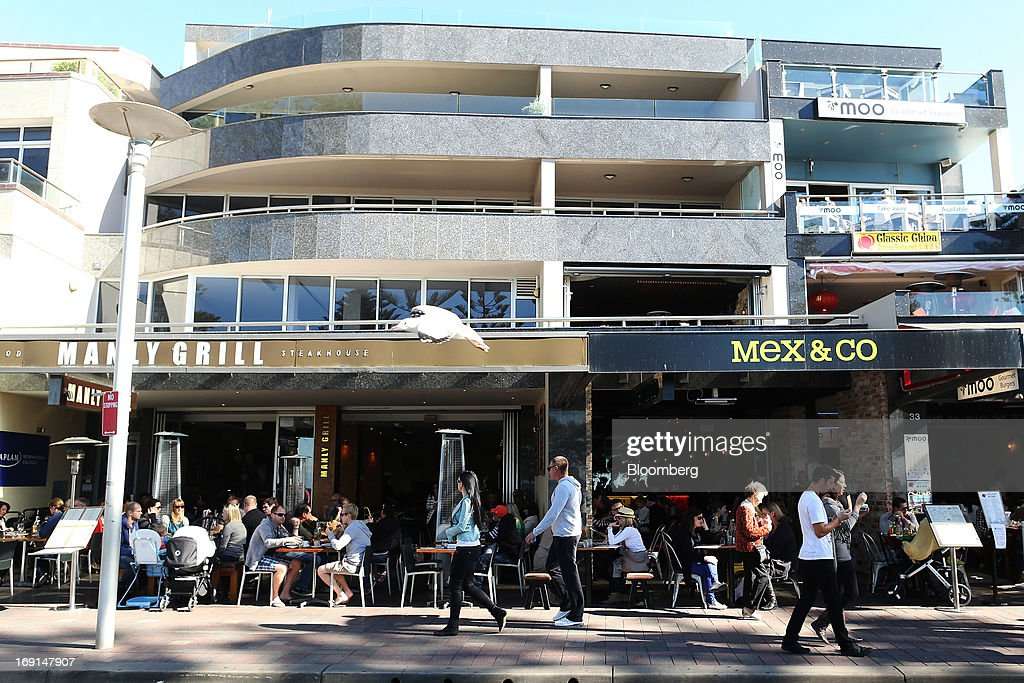 Customers dine in the outdoor area of restaurants in the Manly area of Sydney, Australia, on Sunday, May 19, 2013. The Reserve Bank of Australia cut its benchmark interest rate to a record low this month to boost businesses weakened by the currency's sustained strength, even as households reacted to earlier reductions. Photographer: Brendon Thorne/Bloomberg via Getty Images