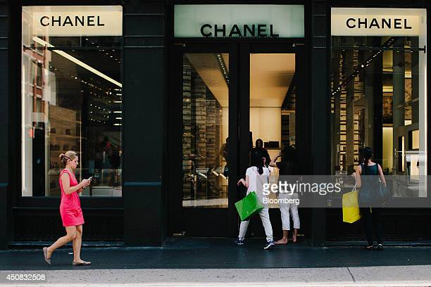 Customers enter a Chanel SA store in the SoHo neighborhood of New York US on Wednesday June 18 2014 The Bloomberg Consumer Comfort Index a survey...