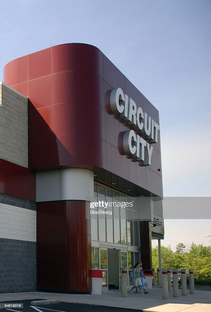 Customers Exit A Circuit City Store In Kennesaw Georgia Ma News Photo