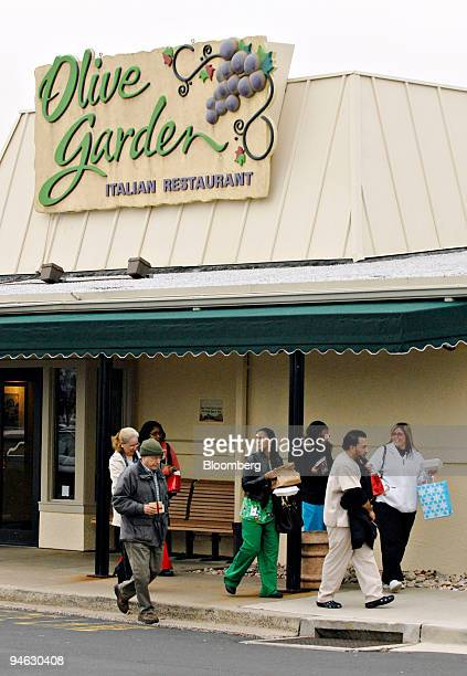 Customers exit an Olive Garden restaurant in Philadelphia Pennsylvania US on Wednesday Dec 19 2007 Darden Restaurants Inc the owner of the Red...