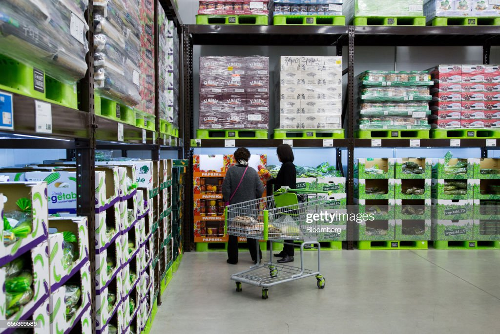Customers inspect a package of paprikas at an E-Mart Inc. Traders store in the Starfield Hanam shopping complex, operated by Shinsegae Co., in Hanam, Gyeonggi, South Korea, on Wednesday, March 15, 2017. South Korea is scheduled to release consumer confidence figures on March 24. Photographer: SeongJoon Cho/Bloomberg via Getty Images