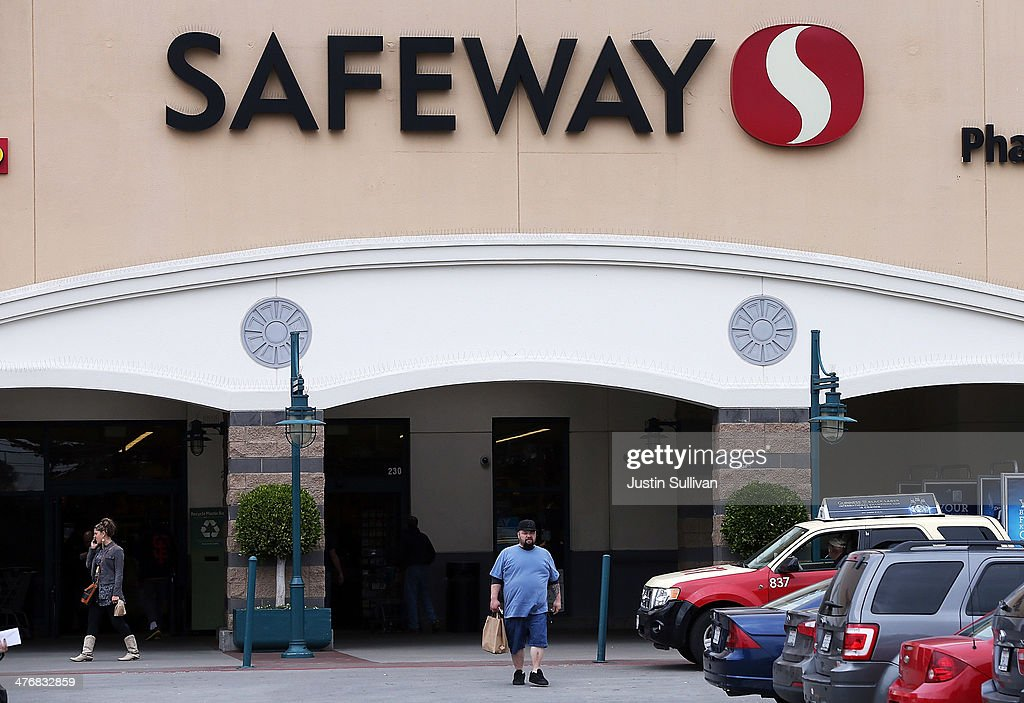 Private Equity Firm Cerberus Close To Deal To Purchase Safeway Grocery Stores : News Photo