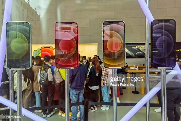 Customers lined up in the apple store to buy the 5g version of the iPhone 12. Shanghai, China, October 26, 2020.- PHOTOGRAPH BY Costfoto / Barcroft...