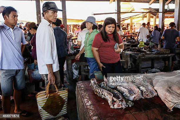 Customers look at snake meat at Langowan traditional market on August 9 2014 in Langowan North Sulawesi The Langowan traditional market is famous for...