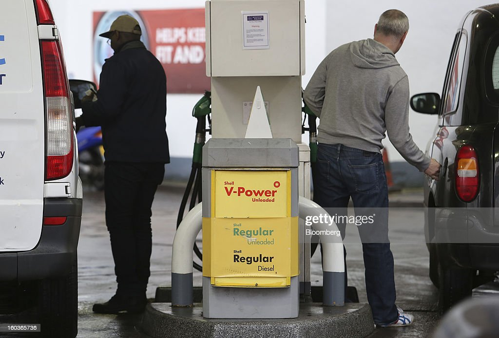 Customers prepare to refuel their vehicles at a Royal Dutch Shell Plc. petrol station in London, U.K., on Tuesday, Jan. 29, 2013. Oil traded near the highest level in four months ahead of a Federal Reserve policy statement that may signal the U.S. central bank will take additional steps to stimulate the economy. Photographer: Chris Ratcliffe/Bloomberg via Getty Images