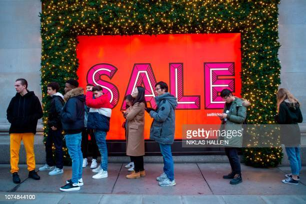 TOPSHOT Customers queue outside Selfridges department store ahead of the Boxing Day sale in central London on December 26 2018 Troubled UK highstreet...