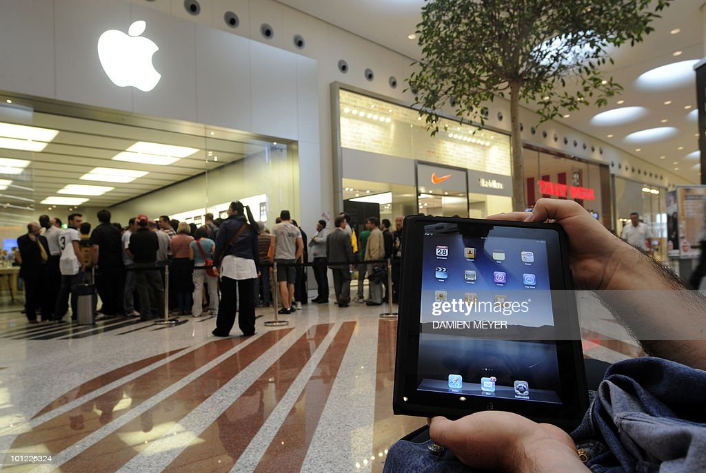 Customers queue to enter an apple store in Carugate, a suburb of Milan as the iconic ipad tablet computer goes on sale on May 28, 2010. Apple's much-hyped iPad went on sale in a swathe of countries from Australia and Japan to Europe at the start of a global rollout tipped to change the face of computing.