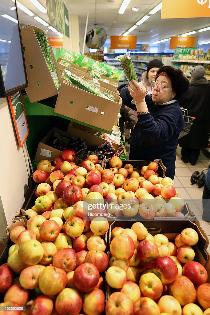 Customers select fresh fruit and vegetables for sale inside a supermarket operated by OAO Dixy Group in Moscow, Russia, on Friday, Feb. 22, 2013. Russia's largest retailer by market value, OAO Magnit, is spending as much as $1.8 billion this year to compete against X5 Retail Group NV and OAO Dixy Group. Photographer: Andrey Rudakov/Bloomberg via Getty Images