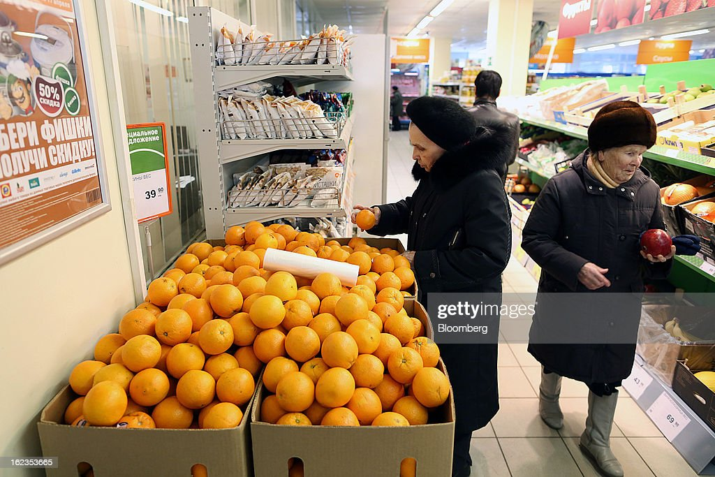 Customers select fresh fruit sitting for sale inside a supermarket operated by OAO Dixy Group in Moscow, Russia, on Friday, Feb. 22, 2013. Russia's largest retailer by market value, OAO Magnit, is spending as much as $1.8 billion this year to compete against X5 Retail Group NV and OAO Dixy Group. Photographer: Andrey Rudakov/Bloomberg via Getty Images