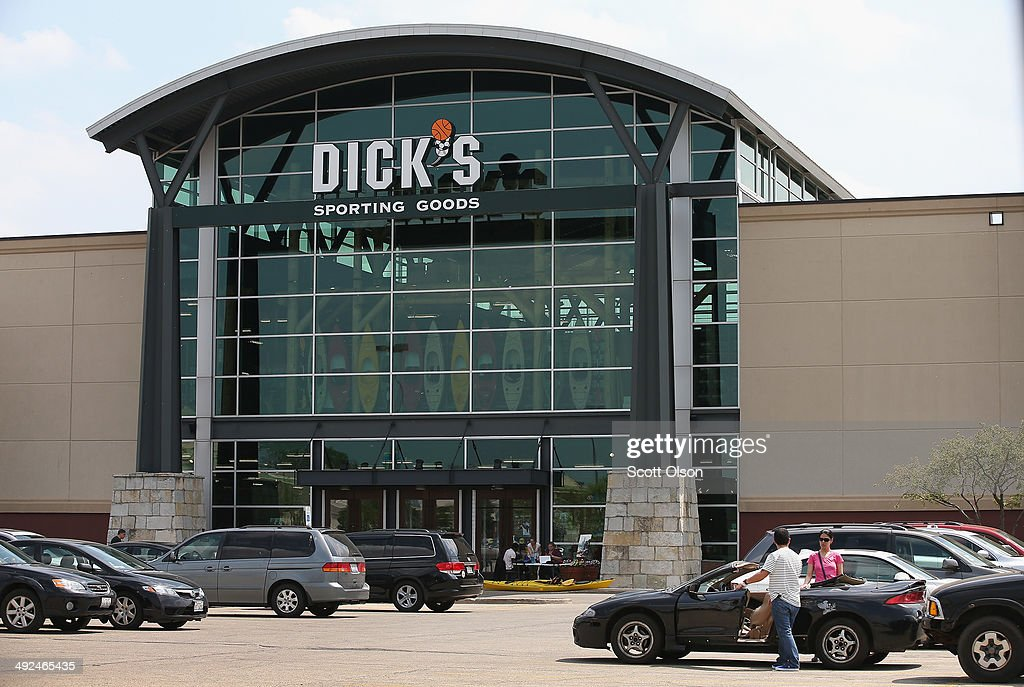 Retail Sector Slumps As Staples And Dick's Sporting Goods Report Earnings Drops : News Photo