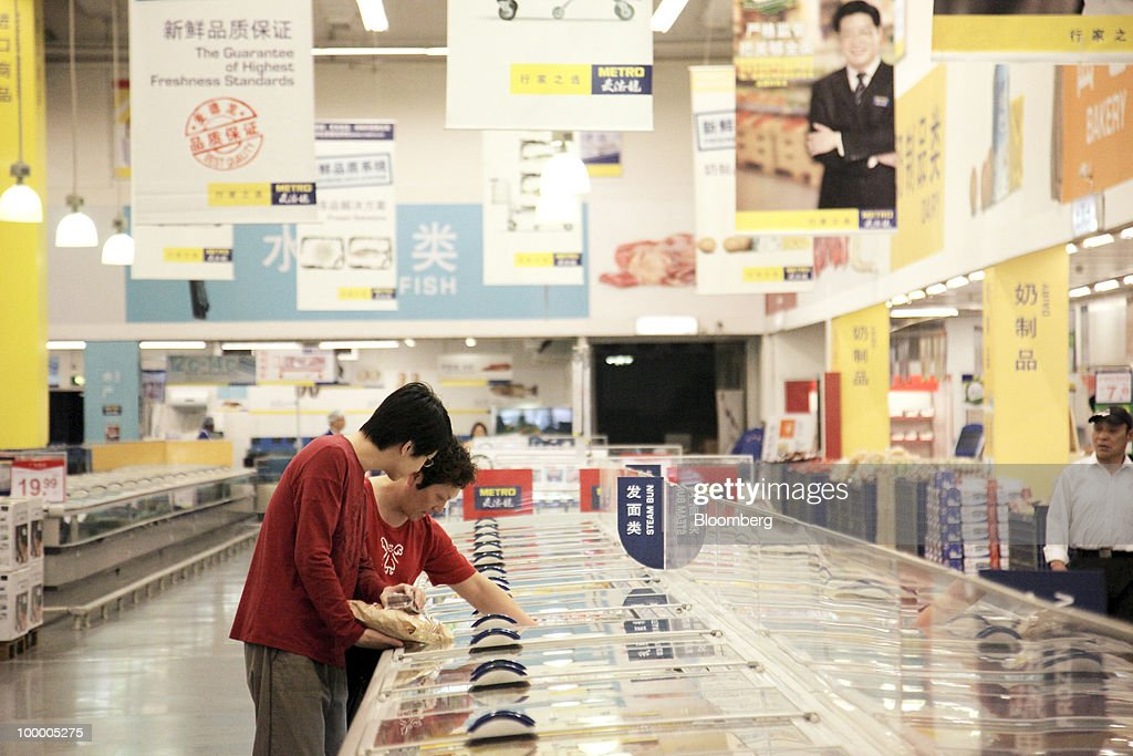 Customers shop at a Metro AG supermarket in Shanghai, China, on Wednesday, May 19, 2010. Metro AG, Germany's largest retailer, plans to add 100 stores worldwide this year, the company said in a statement issued in Shanghai today. Photographer: Qilai Shen/Bloomberg via Getty Images