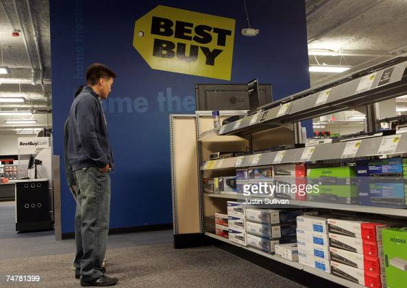 customers shop for dvd players at a best buy store june 19 2007 in nachrichtenfoto getty. Black Bedroom Furniture Sets. Home Design Ideas