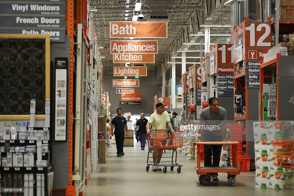 Home Depot Earnings Up 14 Percent In First Quarter : News Photo