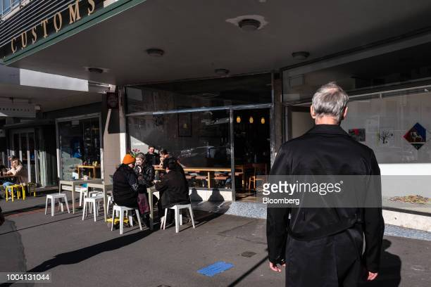 Customers sit in the outdoor area of a cafe in Wellington New Zealand on Wednesday July 18 2018 New Zealand inflation picked up in the second quarter...
