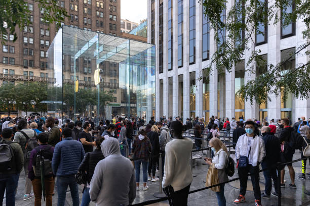 NY: Apple iPhone 13 And iPad Mini Go On Sale In Stores