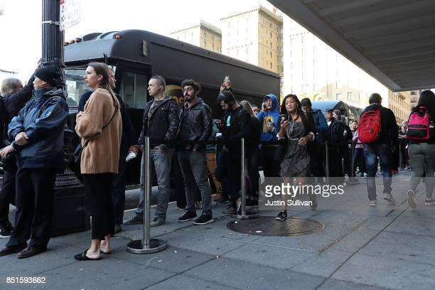 Customers stand in line to purchase the new Apple iPhone 8 at an Apple Store on September 22 2017 in San Francisco California The new Apple iPhone 8...