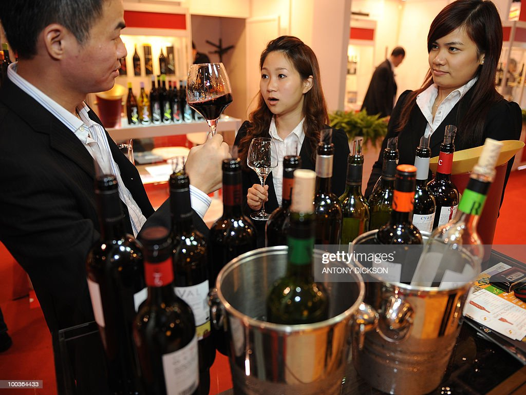 Customers try wine at Vinexpo, Asia's largest wine and spirits exhibition in Hong Kong on May 27, 2008. Vinexpo will open in Hong Kong on May 25, 2010 as sellers from across the world try to tap into the growing thirst for fine vintages in the region. AFP PHOTO / Antony DICKSON