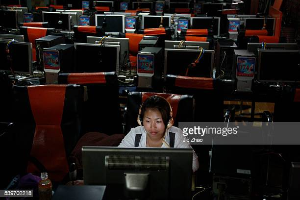 Customers use computers at an internet cafe in Huaibei, Anhui province June 8, 2010. VCP