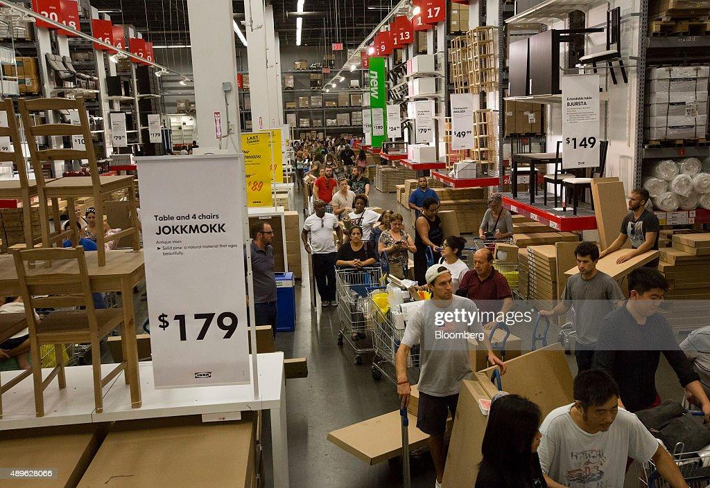 Photos et images de inside an ikea store ahead of durable goods