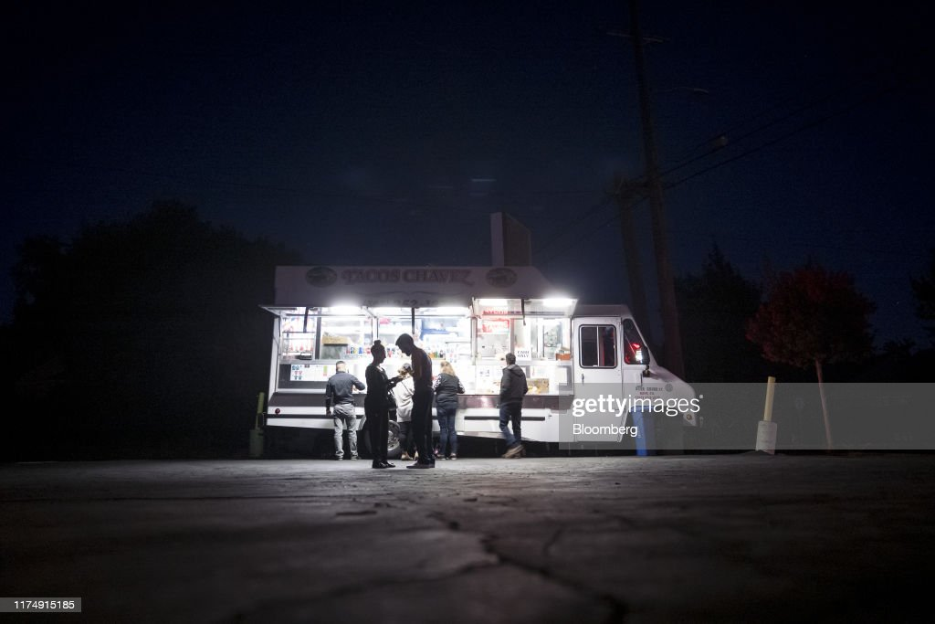 PG&E Cuts Power To A Half Million In Phase One Of Epic Blackout : News Photo