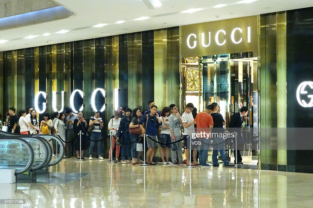 Captivating Customers Wait Outside Gucci Store In Xinjiekou Business Center To Enjoy  Gucciu0027s 50% Discount On
