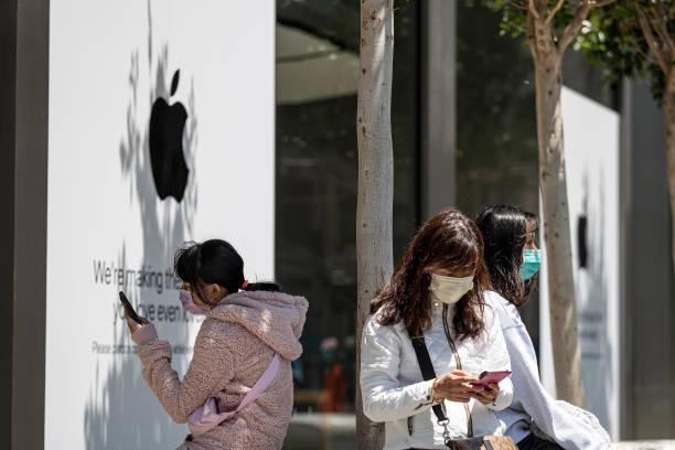 CA: An Apple Store Ahead Of Earnings Figures
