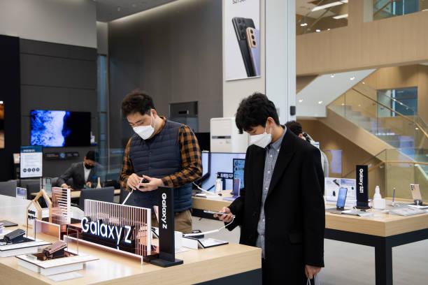 KOR: Inside Samsung Electronics Digital Plaza Store Ahead of 4th Quarter Figures