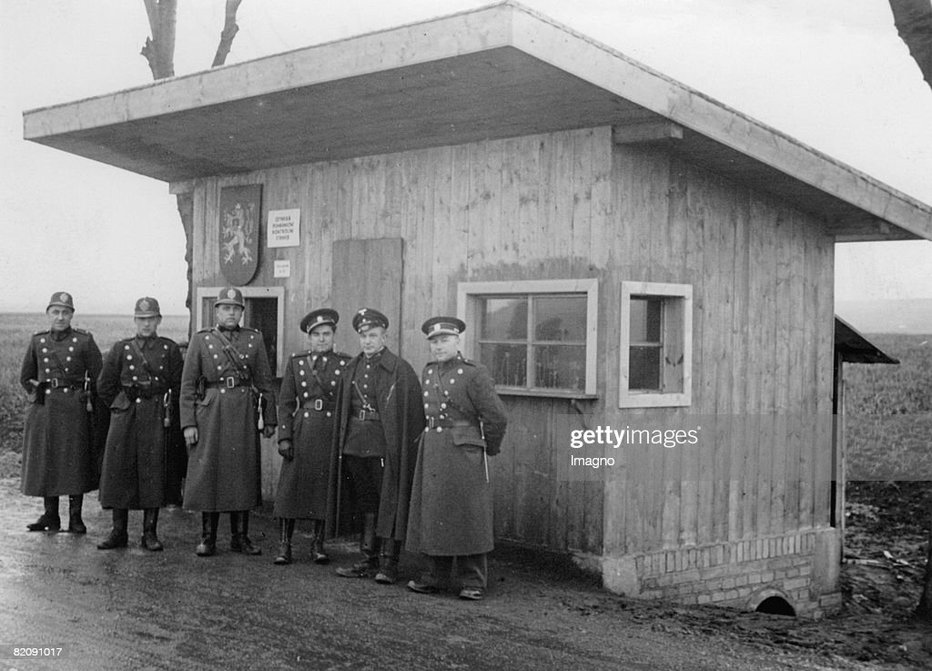 Customs officers on the border between Louny and Postoloprty, Around 1930 : News Photo