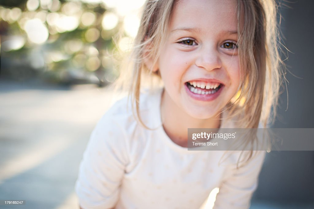 Cute 5 Year Old Girl with Big Happy Smile : Stock-Foto