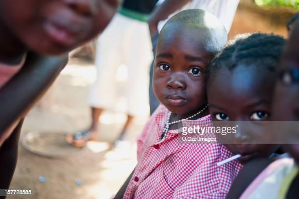 かわいいアフリカのお子様 - ワガドゥグ ストックフォトと画像