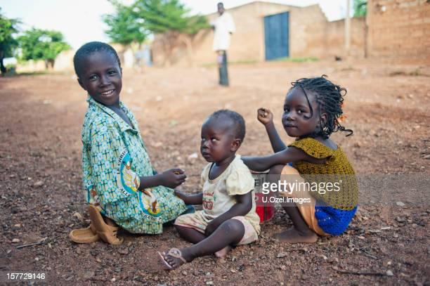 かわいいアフリカのお子様 - ブルキナファソ ストックフォトと画像