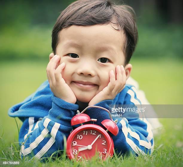 Adorable enfant asiatique dans le parc