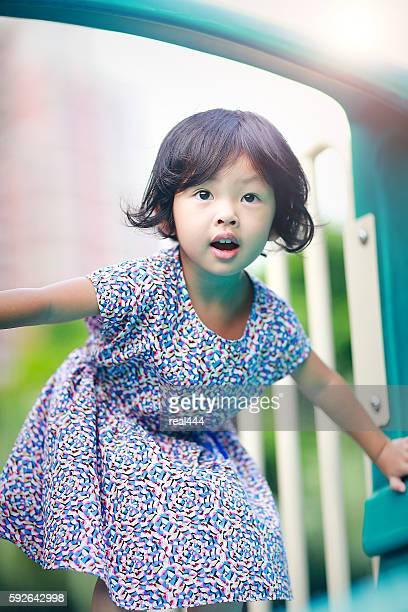 かわいいアジアのお子様のプレイグラウンド