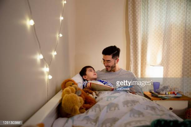 cute bedtime routine - reading stock pictures, royalty-free photos & images
