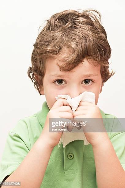 mignon petit garçon - handkerchief photos et images de collection