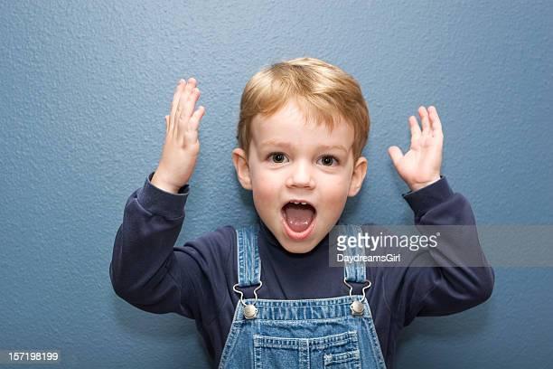 Mignon petit garçon avec Expression