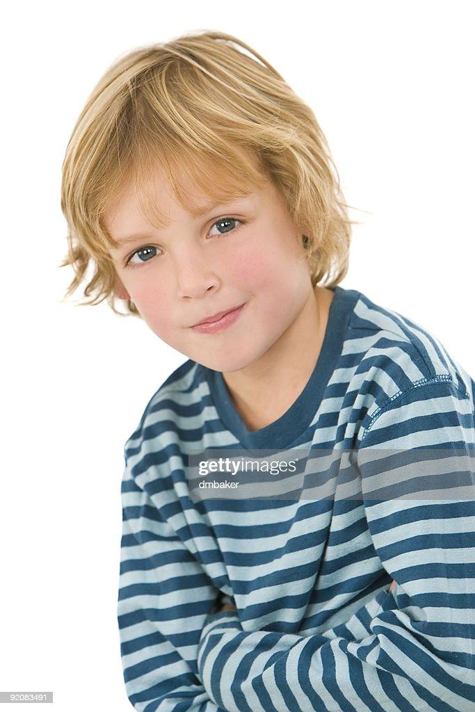 Niedlichen Jungen Mit Blonden Haaren Und Blauen Augen Stock Foto