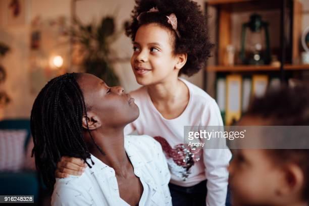 かわいい家族愛いっぱい - interracial cartoon ストックフォトと画像