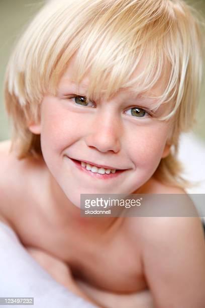 cute five year old boy - groene ogen stockfoto's en -beelden
