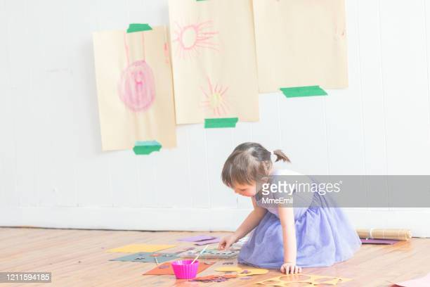 cute four years old girl painting diy paper craft - mmeemil stock pictures, royalty-free photos & images