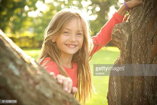 Niedliche Mädchen in einem park.