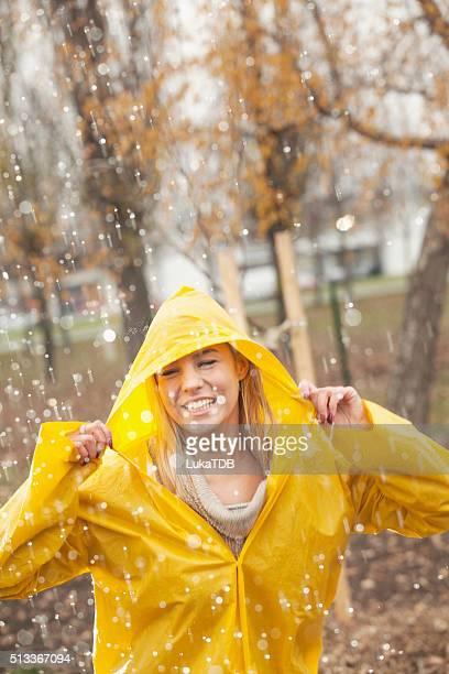 Süßes Mädchen Bereit für den Regen!